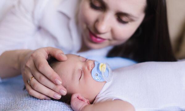 Μωρό και ύπνος: Πώς να διδάξετε στο μωρό σας να κοιμάται μόνο του