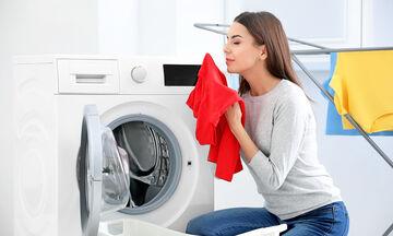 Ξεχάσατε τα ρούχα στο πλυντήριο; Διαβάστε πώς μπορείτε να απομακρύνετε τις δυσάρεστες μυρωδιές