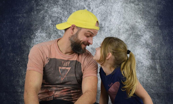 «Αυτό είναι το κορίτσι μου!»: Μπαμπάδες φωτογραφίζονται με τις κόρες τους (pics)