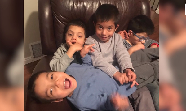 Παιδί με σύνδρομο Down φροντίζει τα τρία αδέλφια του που έχουν ειδικές ανάγκες (vid)
