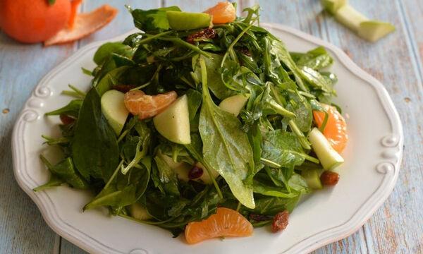 Νόστιμη, λαχταριστή, υγιεινή πράσινη σαλάτα με μανταρίνι
