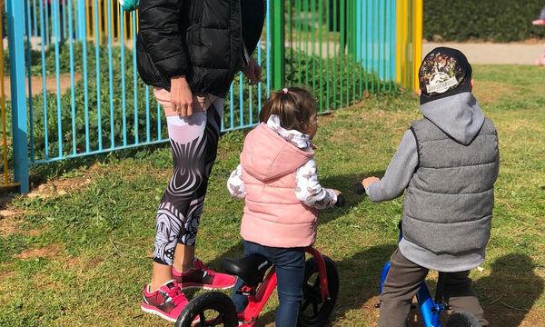 Ελληνίδα παρουσιάστρια για βόλτα με τα παιδιά της (pics)