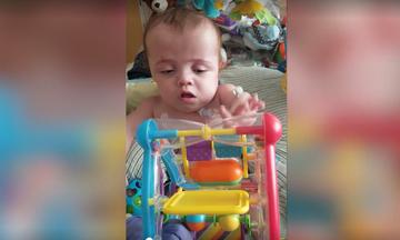 Μωράκι τα κατάφερε! Κέρδισε τη μάχη με τη ζωή μετά από 545 ημέρες νοσηλείας (vid)