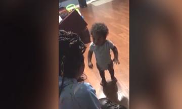 Νήπιο αρνείται να κάνει αυτό που του λέει η θεία του και έχει… ατράνταχτα επιχειρήματα! (vid)