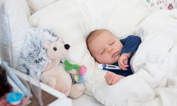 Αποτελεσματικές θεραπείες στο σπίτι για να αντιμετωπίσετε τον πυρετό στα μωρά