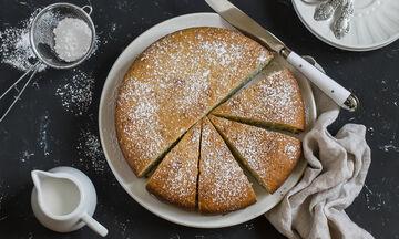 Κέικ λαδιού: Η πιο απλή και νόστιμη συνταγή που έχετε φτιάξει (vid)