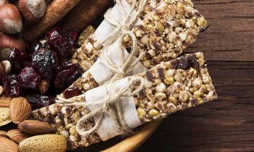 Μπάρα δημητριακών με κακάο και super foods