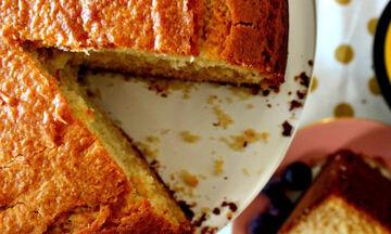 Πεντανόστιμο και υγιεινό κέικ με μέλι και γιαούρτι