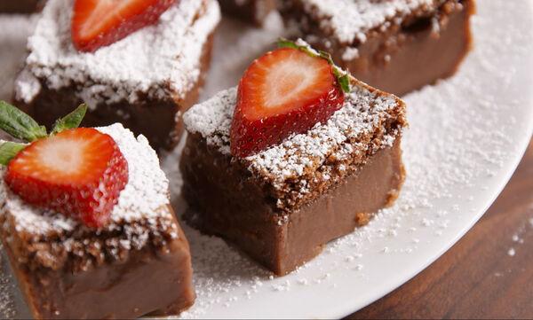 Φανταστικό σοκολατένιο μους κέικ για την ημέρα του Αγίου Βαλεντίνου (vid)