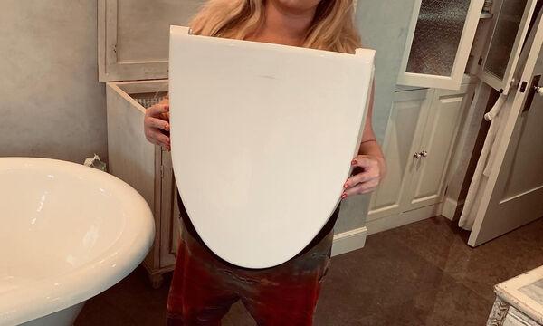 Έσπασε το καπάκι της τουαλέτας και δημοσίευσε τη φώτο στο Instagram (pics)