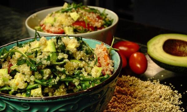 Φτιάξτε νόστιμη και δροσερή σαλάτα με κινόα και αβοκάντο