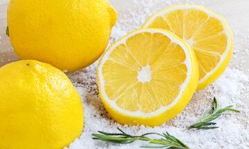Τι μπορείτε να καθαρίσετε με ένα λεμόνι και τον χυμό του