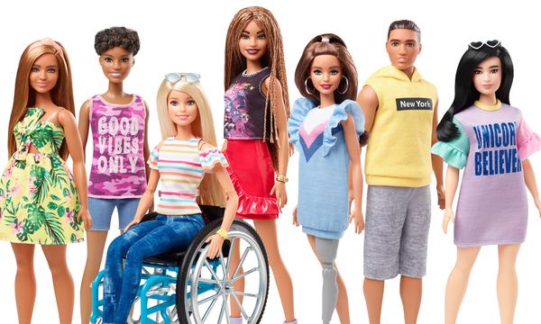 Η Barbie αποκτά προσθετικό μέλος και κάθεται σε αναπηρικό αμαξίδιο