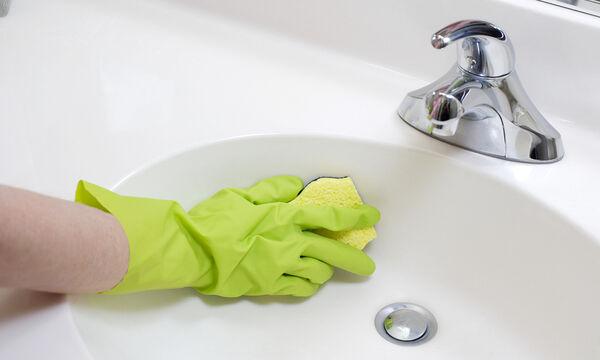 Φτιάξτε τα δικά σας καθαριστικά για το μπάνιο από φυσικά υλικά (vid)