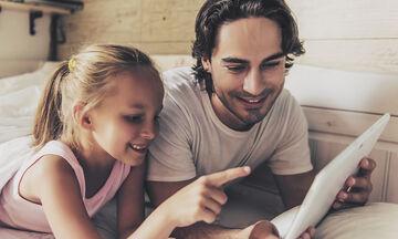 Τι δυσκολεύεται ένας μπαμπάς να συζητήσει με τις κόρες του