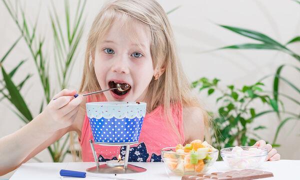 Κι όμως ένα φρούτο μπορεί να καταναλωθεί με πολλούς και νόστιμους τρόπους (vid)