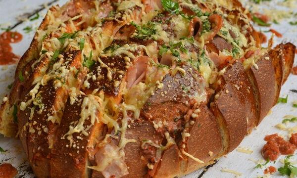 Γεμιστό ψωμί σαν πίτσα - Πώς να το φτιάξετε