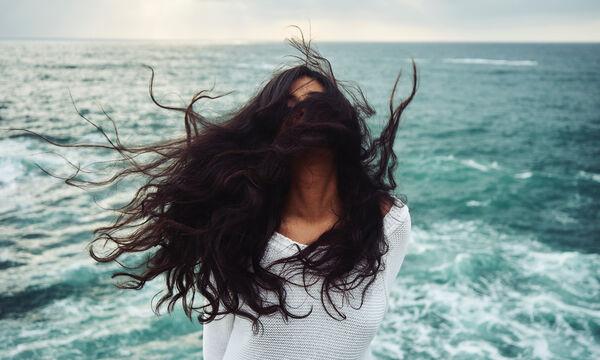 To πιο απλό τρικ για να καταλάβεις αν τα μαλλιά σου είναι υγιή