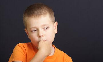 5 αποτελεσματικοί τρόποι για να σταματήσει το παιδί σας να τρώει τα νύχια του