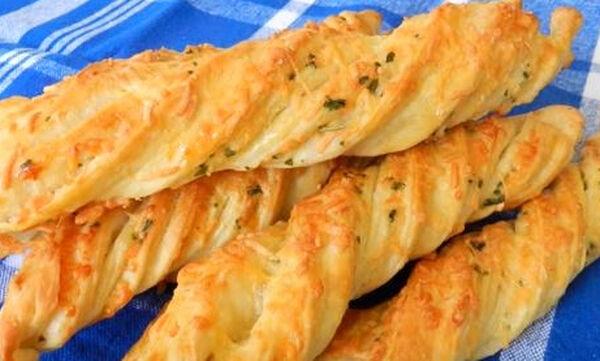 Αφράτα κριτσίνια τυριού με σπιτική ζύμη (vid)