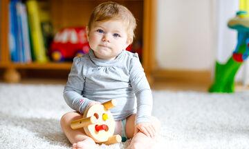 'Οταν τα παιδιά πετάνε αντικείμενα πώς πρέπει να αντιδρούν οι γονείς;