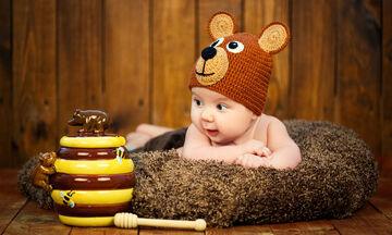 Μωρό έως έξι μηνών: Τι καταλαβαίνει, τι μπορεί να κάνει (vid)