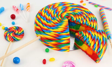 Δείτε πώς μπορείτε να φτιάξετε αυτή την εντυπωσιακή τούρτα γλειφιτζούρι (vid)