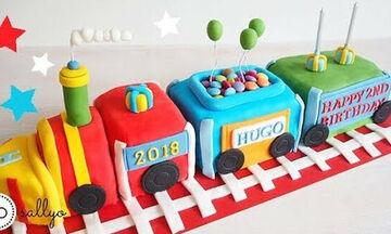 Φανταστική τούρτα τρένο! Δείτε πώς θα τη φτιάξετε (vid)
