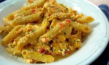 Πεντανόστιμες πέννες ολικής αλέσεως με κοτόπουλο (vid)