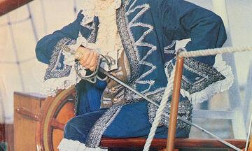 Φώτο του 1990: Δεν φαντάζεστε ποια Ελληνίδα τραγουδίστρια ντύθηκε υποπλοίαρχος Φλέτσερ (pics)