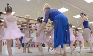 Δασκάλα κλασσικού χορού έχει την πιο ασυνήθιστη τάξη - Δείτε γιατί (vid)