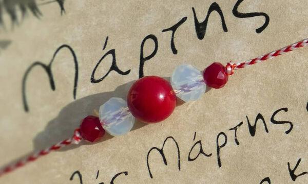 «Μάρτης»: Γιατί φοράμε το άσπρο – κόκκινο βραχιολάκι και πώς να το φτιάξετε (vid & pics)