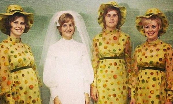 Vintage φορέματα παρανύμφων: Οι φωτογραφίες είναι για γέλια και για κλάματα (pics)