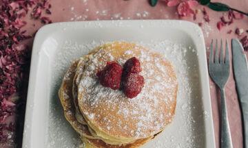 Pancake Day: Η συνταγή για την πιο νόστιμη τηγανίτα με 2 υλικά σε 2 λεπτά