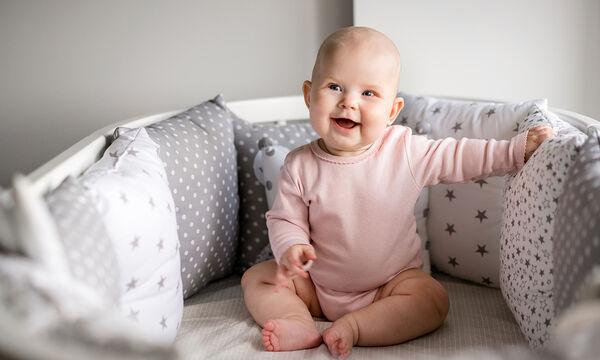 Πώς να διδάξετε στο μωρό σας να κάθεται μόνο του
