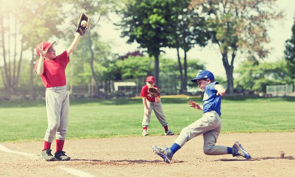8χρονος με ένα χέρι παίζει baseball και σκοράρει τον νικητήριο πόντο  για την ομάδα του (vid)