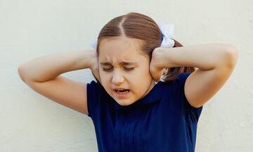 Το παιδί μου φοβάται τους δυνατούς θορύβους. Τι να κάνω;