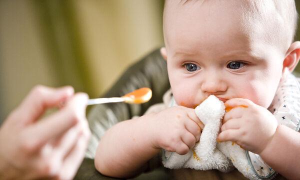 Τάισμα μωρού με κουτάλι: Τι πρέπει να γνωρίζετε