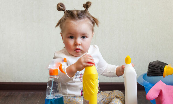 Τι πρέπει να κάνουν οι γονείς αν το παιδί τους καταπιεί ακατάλληλα αντικείμενα ή προϊόντα