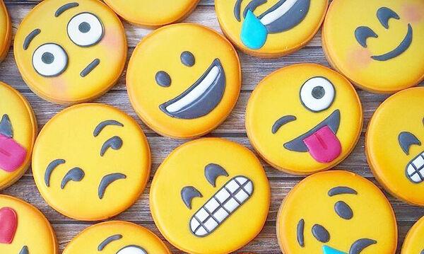 Emoji : Συνταγή και ιδέες για να διακοσμήσετε τα μπισκότα του πάρτι (vid & pics)