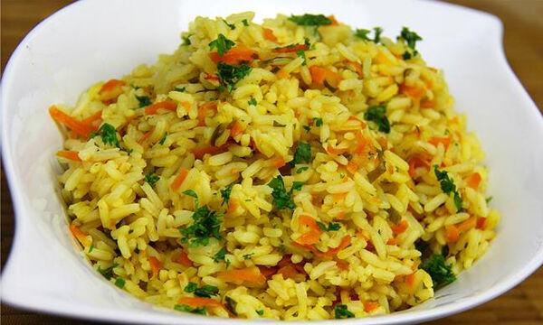 Νηστίσιμη συνταγή: Πεντανόστιμο ριζότο με καρότο και μυρωδικά (vid)