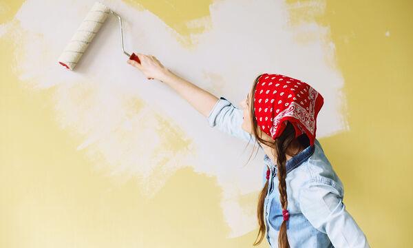 Εντυπωσιακοί και απλοί τρόποι για να βάψετε μόνοι σας τους τοίχους του σπιτιού (vid)