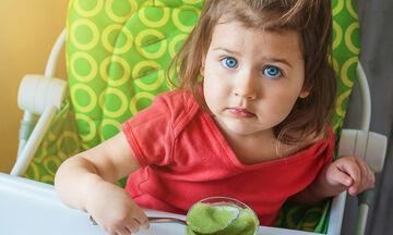 Διατροφή για παιδιά 2-3 ετών: Τι μπορούν να τρώνε