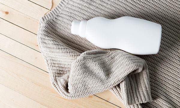 Πώς να σώσετε το αγαπημένο σας πουλόβερ που «μπήκε» στο πλύσιμο (vid)