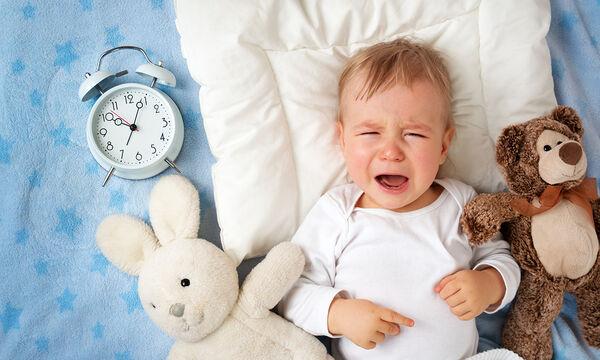 Μήπως το μωρό κλαίει το βράδυ και δεν κοιμάται; Τι μπορεί να φταίει