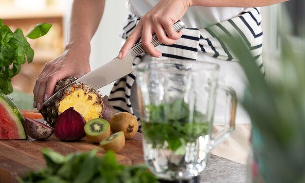 Κόβετε σωστά τα φρούτα και τα λαχανικά; Δείτε το βίντεο για να το διαπιστώσετε (vid)