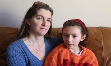Κορίτσι 9 ετών νίκησε τον καρκίνο και ετοιμάζεται να γιορτάσει τα γενέθλιά του (vid)