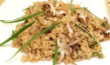 Καλαμάρια με ρύζι - Μια εύκολη και νόστιμη συνταγή (vid)