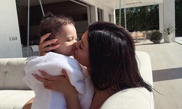 Η Kylie Jenner είναι πάλι έγκυος και υπάρχει μια φωτογραφία που πρόδωσε το γεγονός