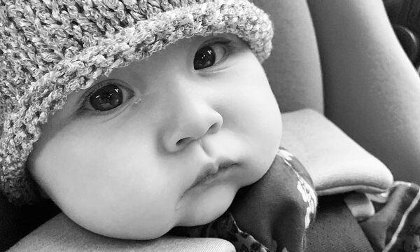 Μας είπε «Καλημέρα» με αυτή την κοντινή φωτογραφία της κόρης της (pics)